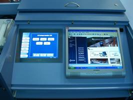 Dotykový displej ovládá audiovideo techniku v místnosti, osvětlení, plátno, spínané sítě a žaluzie